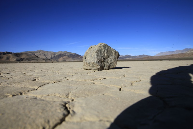 sailig stone Racetrack playa  death valley